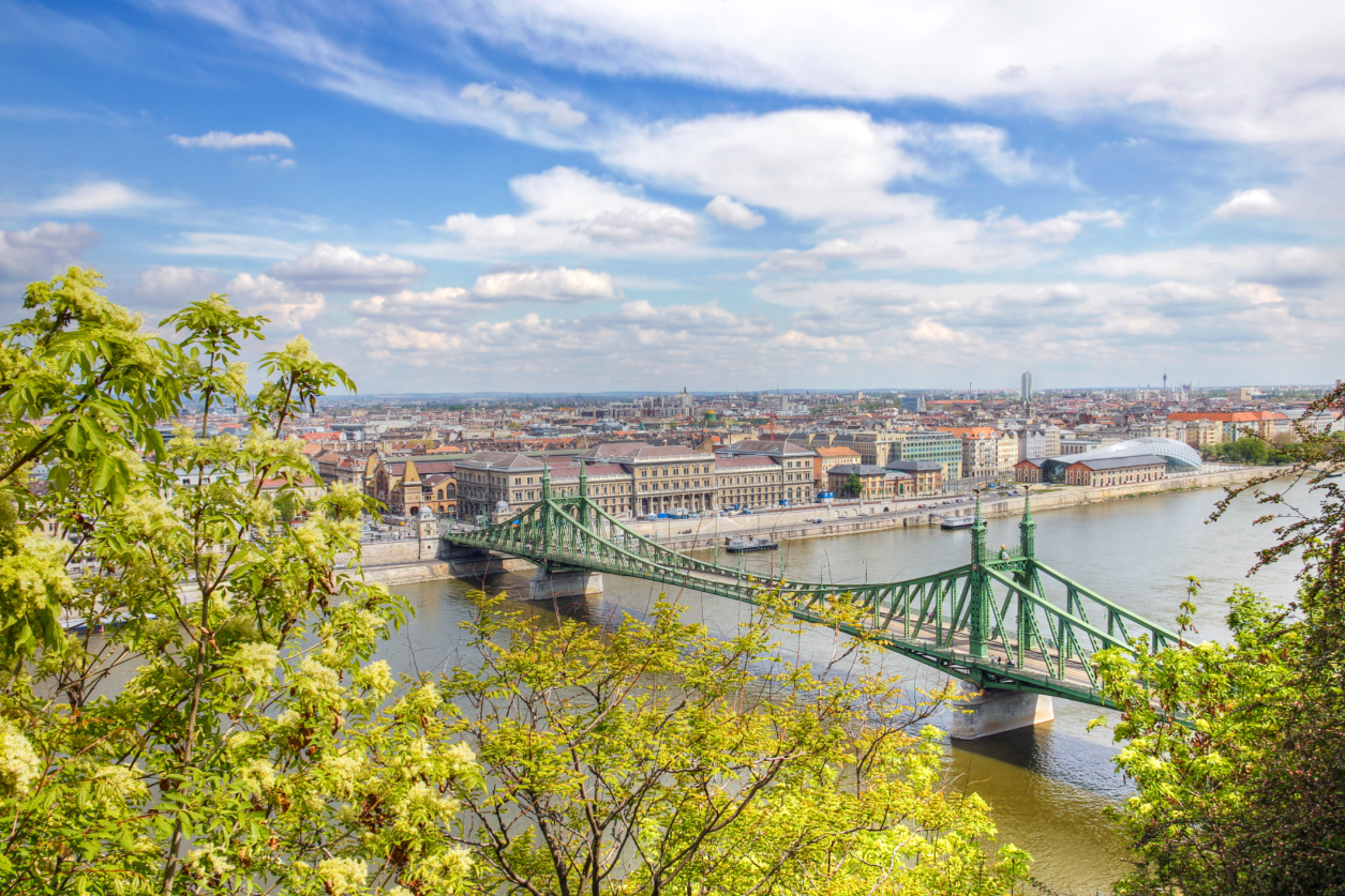 How to travel by taxi in Budapest