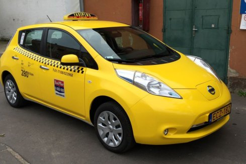 how-to-travel-by-taxi-in-Budapest-official-taxi