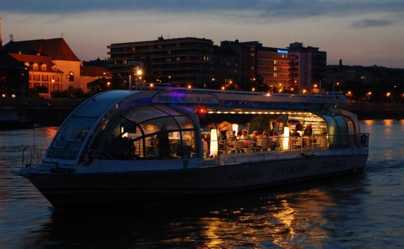 Candlelit dinner cruise on the Danube
